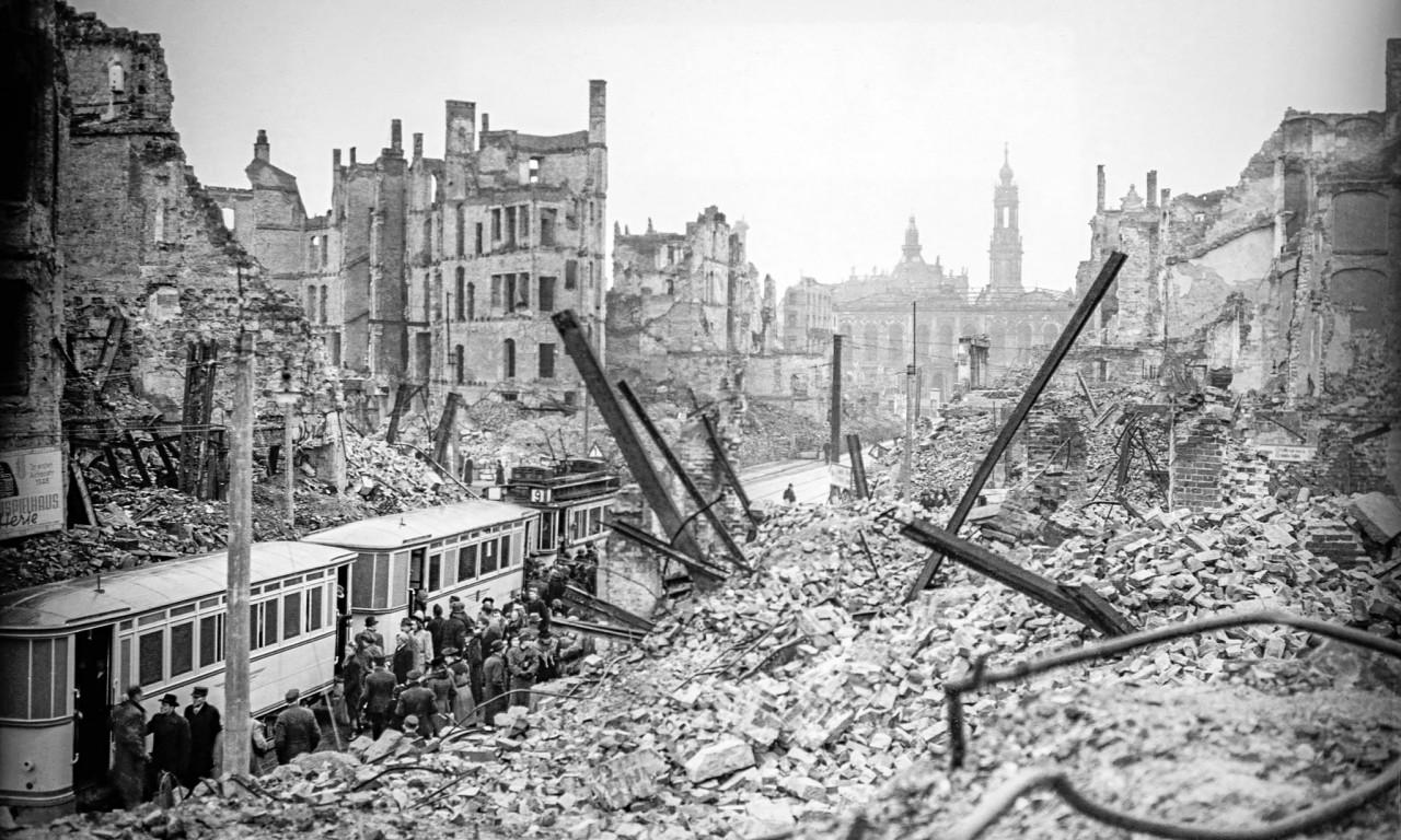 Город после бомбардировки