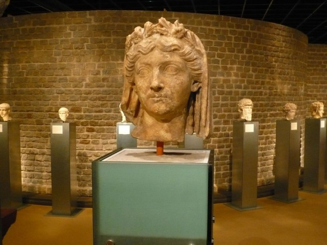 Римско-германский музей (Römisch-Germanisches Museum)