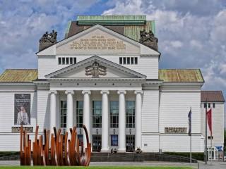 Немецкая Опера на Рейне в Дюссельдорфе