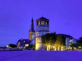 Площадь Бургплац в Дюссельдорфе