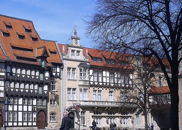 Бургплац (Burgplatz) в Дюссельдорфе