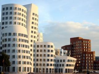 Современный Порт Медиенхафен в Дюссельдорфе. Архитектурный зоопарк.
