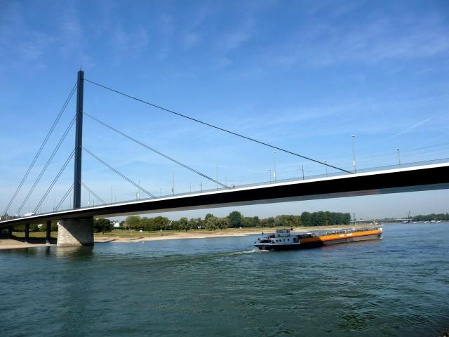 Мост Теодора Хойса (Theodor-Heuss-Brücke)