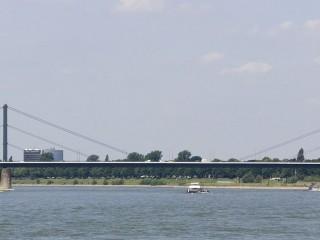 Мост Теодора Хойса в Дюссельдорфе