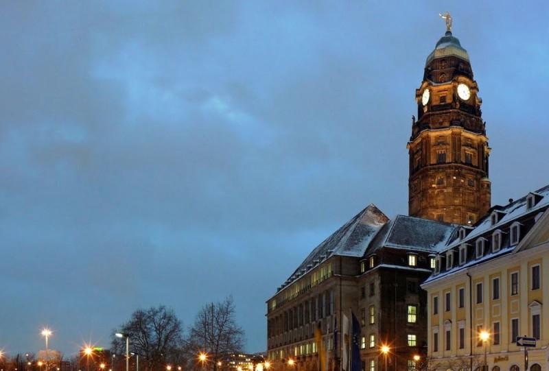 Новая ратуша вечером