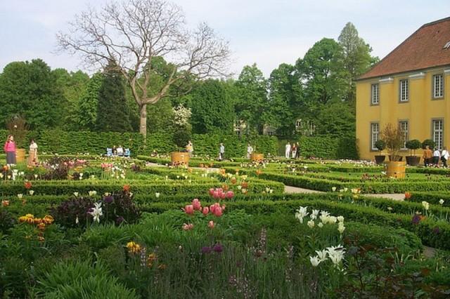 Дворец и парк Бенрат