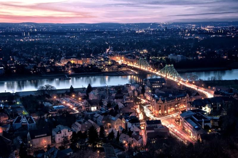 Мост в ночной подсветке