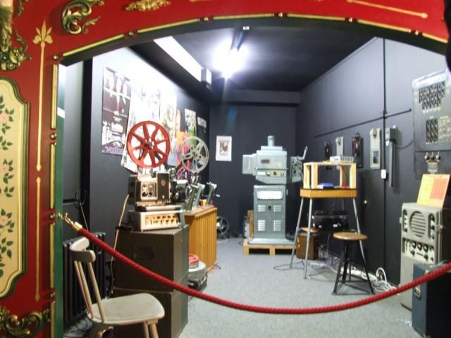 http://holidaygid.ru/wp-content/uploads/2012/01/Filmmuseum-640x480.jpg