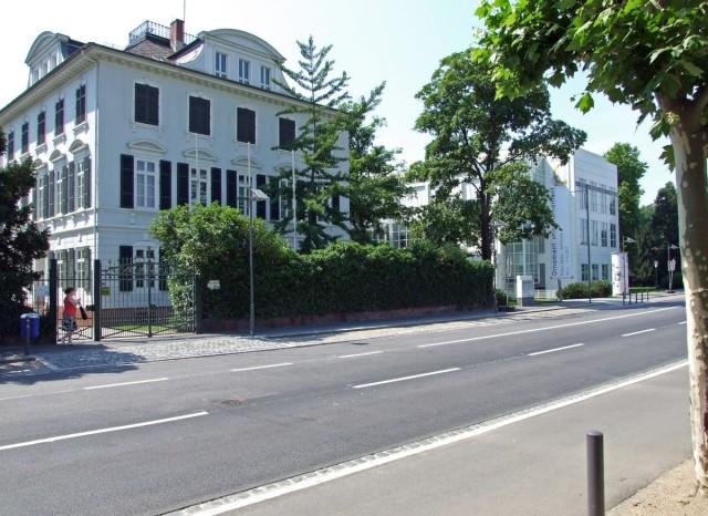 Музей прикладного искусства (нем. Museum für Angewandte Kunst)