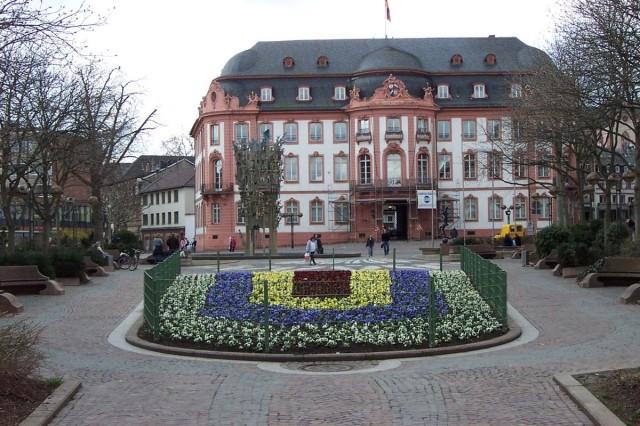 Центральная площадь Майнца – Schillerplatz