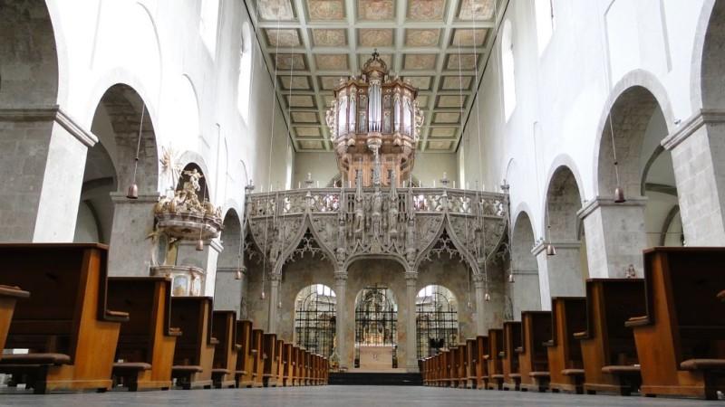 Центральный неф церкви