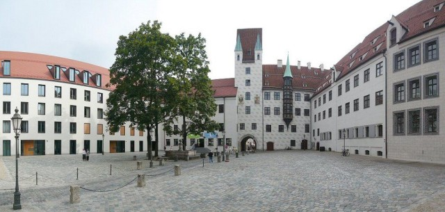 Старый Двор (Alter Hof)