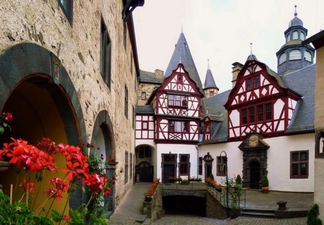 Замок Бюрресхайм (Schloss Bürresheim)