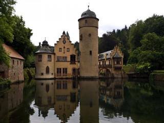 Замок Меспелбрунн