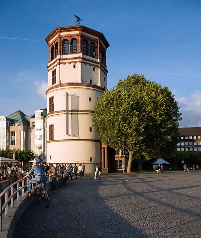 Каменная башня Дюссельдорфского замка