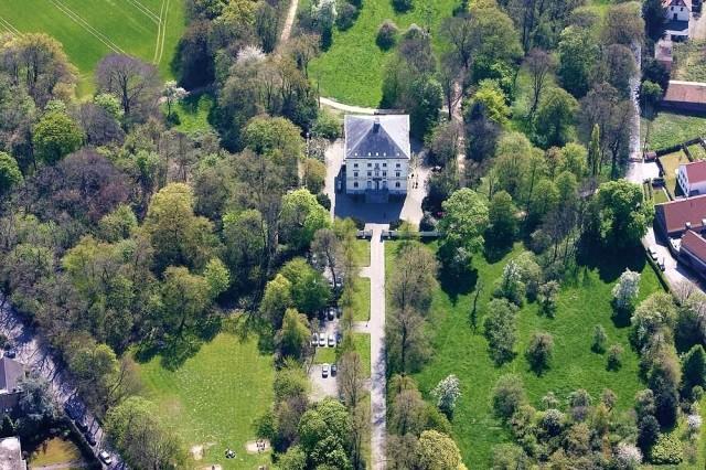 Замок Миккельн (Schloss Mickeln)