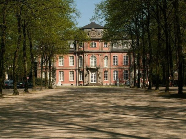 Замок Йегерхоф (Schloss Jägerhof)