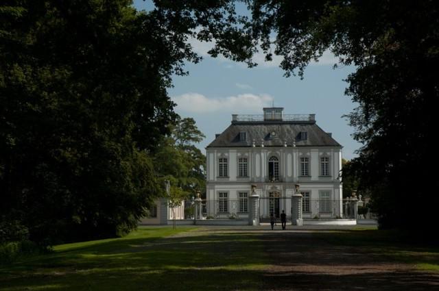 Охотничий замок Фалькенлуст (Jagdschloss Falkenlust)