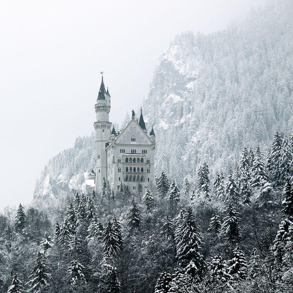 Вид на замок зимой