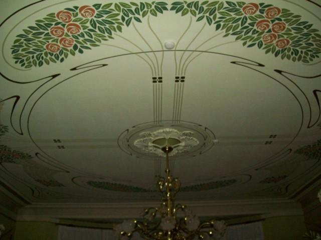 Расписной потолок холла