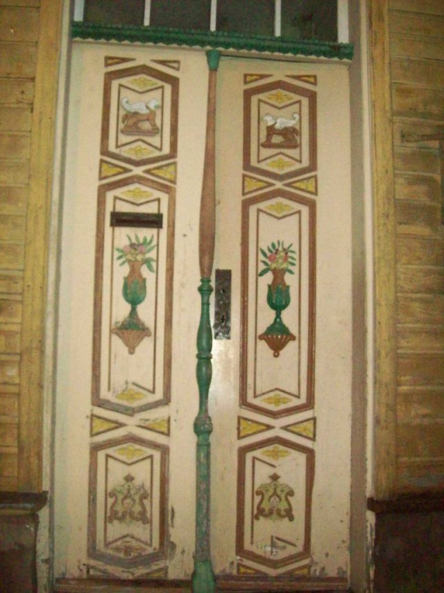 Двери становятся украшением жилища.