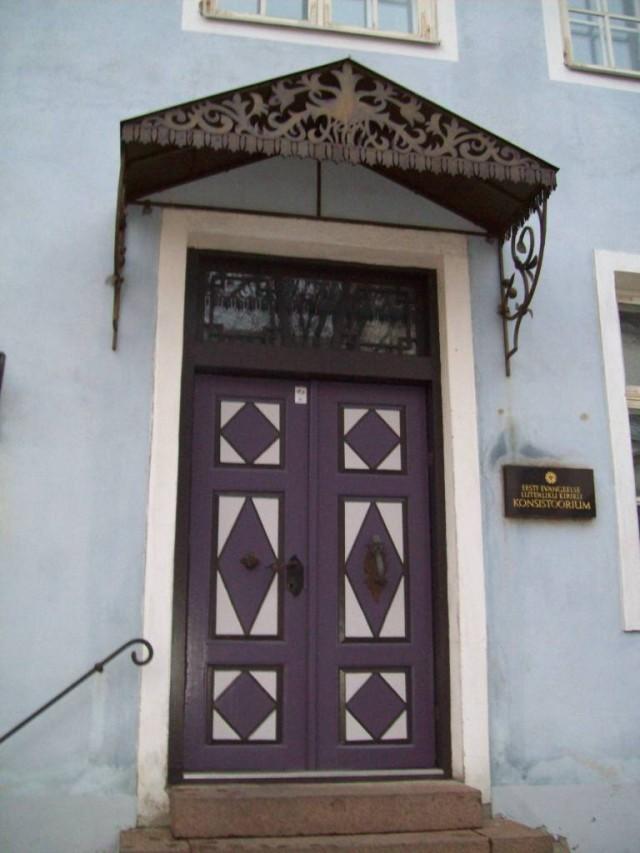 Входная дверь должна соответствовать статусу владельца дома
