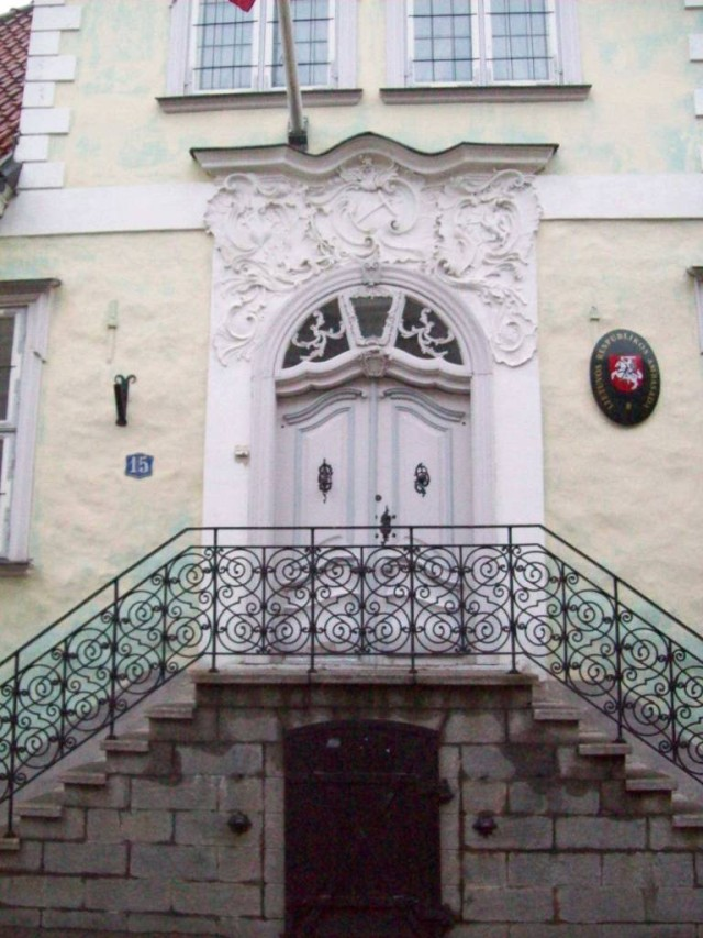 Такой парадный вход украсит не только посольство, но и дворец