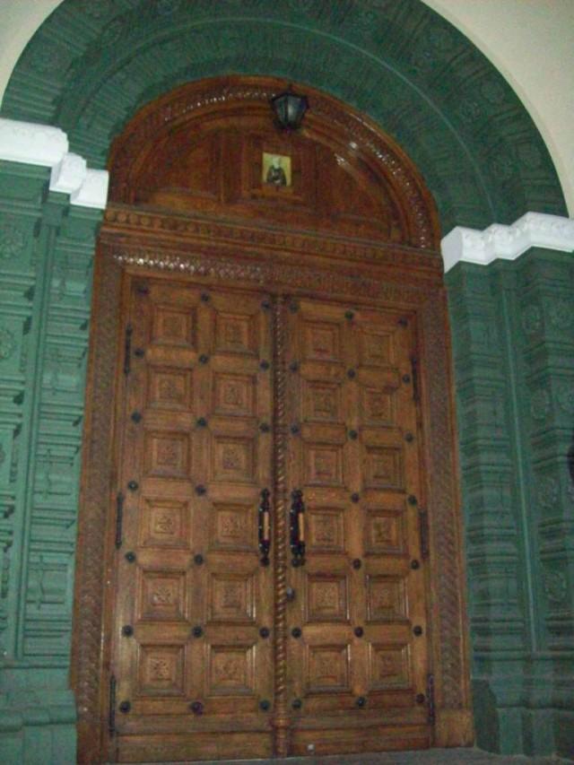 Это боковые двери собора Александра Невского в Таллинне