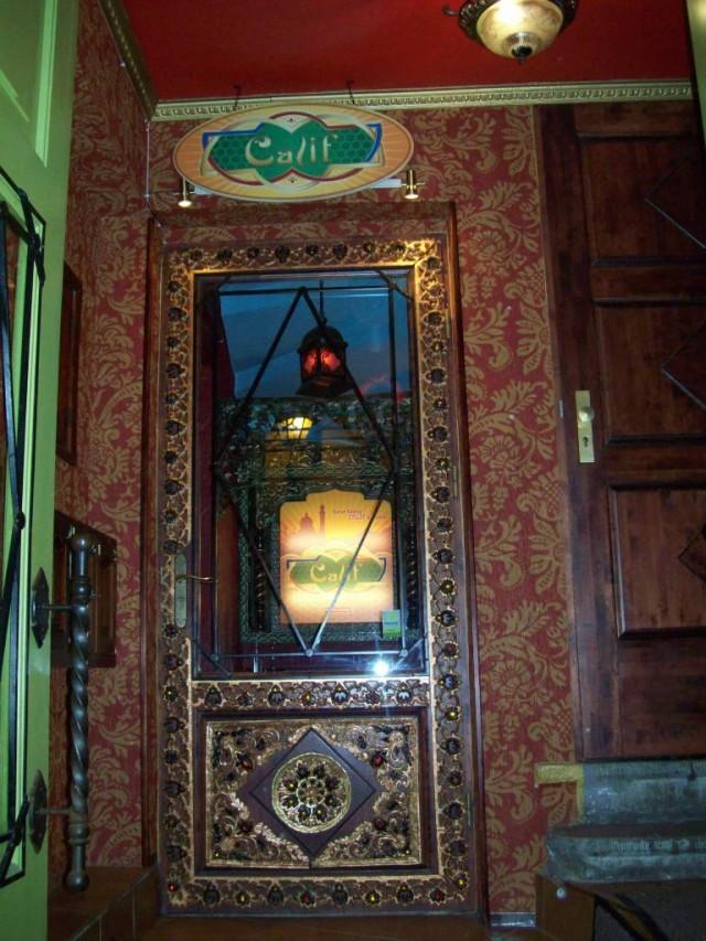 Вход в ресторан Халиф.