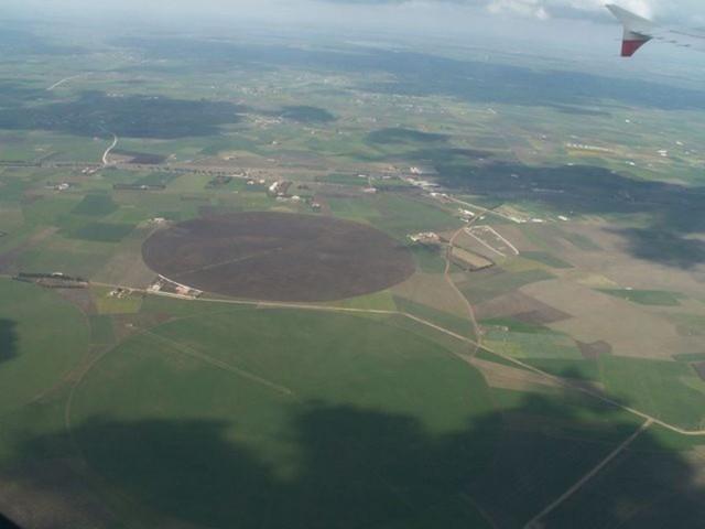 Многие поля в Марокко имеют круглую форму, для удобства орошения.