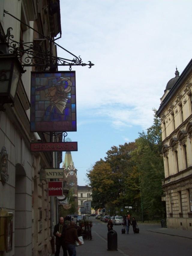 Рыцарский образ популярен во многих странах (Краков).
