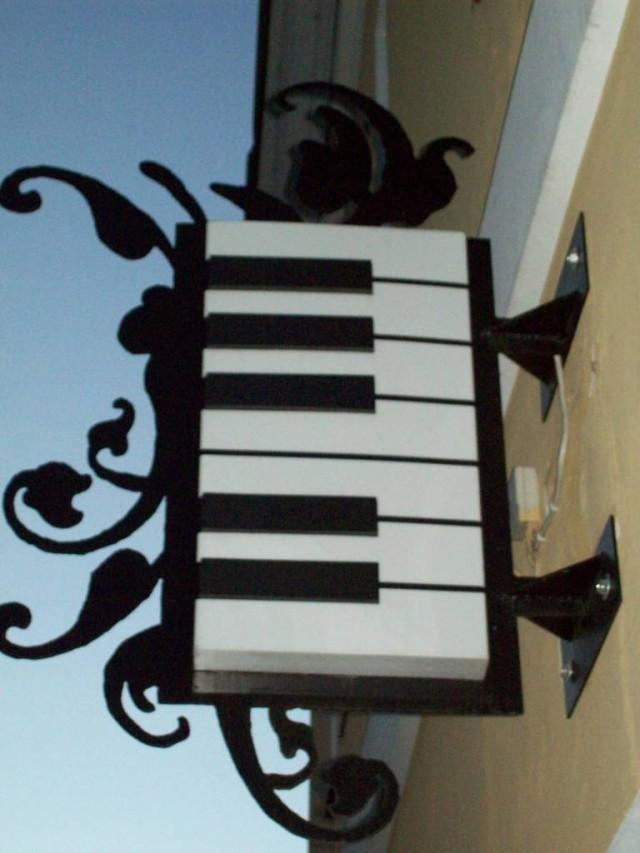 Эх, давно я не сидел за роялем!