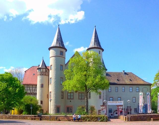 Замок города Лор-на Майне (Lohrer Schloss). Сейчас в нем находится музей (Spessartmuseum)