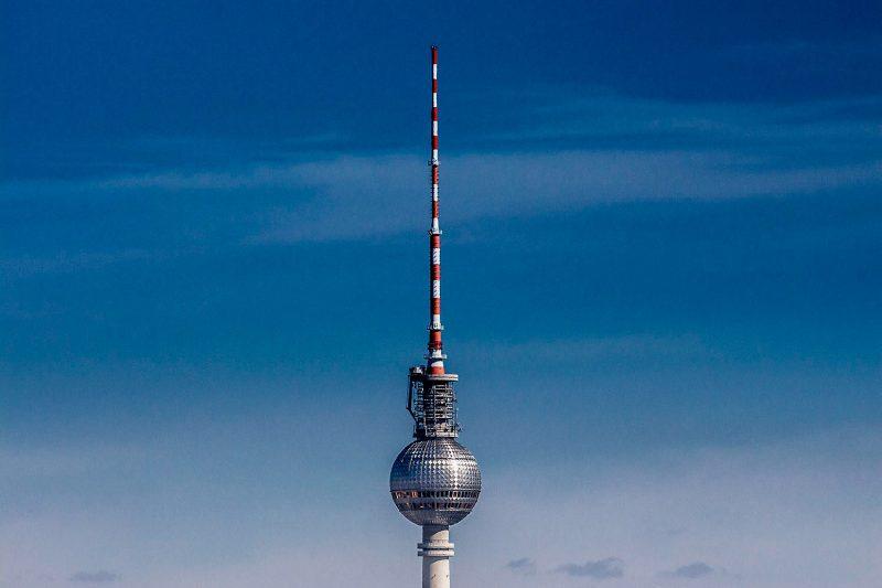 Крест на шарообразной части башни