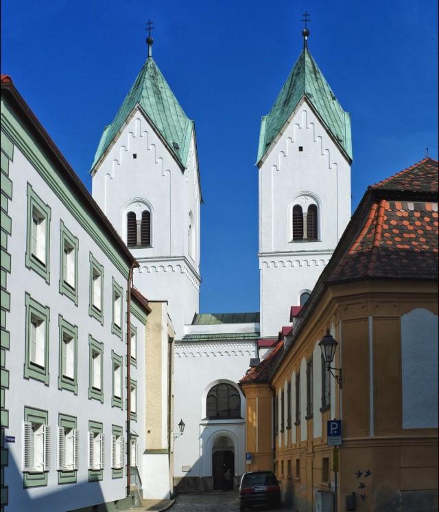 Монастырь Нидернбург (Kloster Niedernburg)