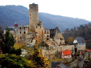 Замок Эппштайн — величественные руины средневековой крепости в горах Таунус