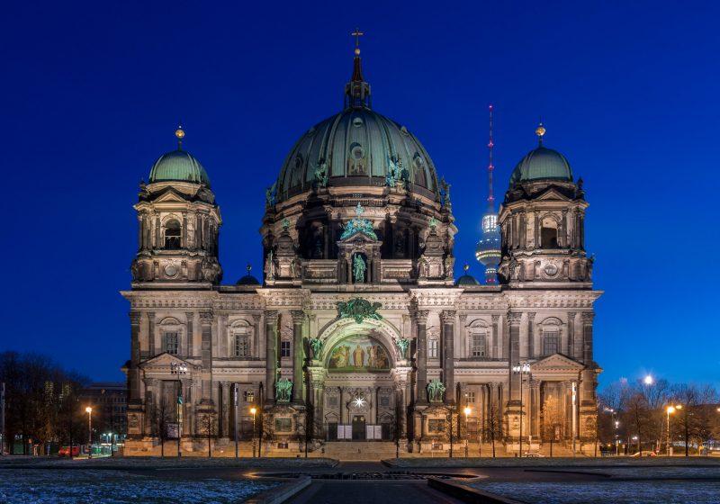 Берлинский кафедральный собор в ночной подсветке