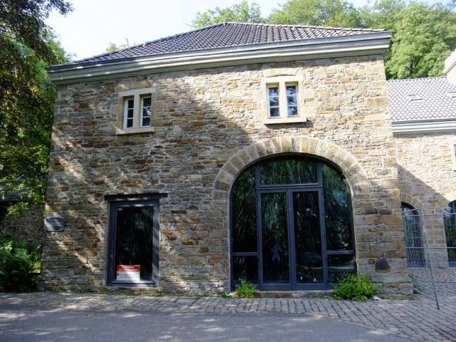 Здание конюшен замка Бальденай