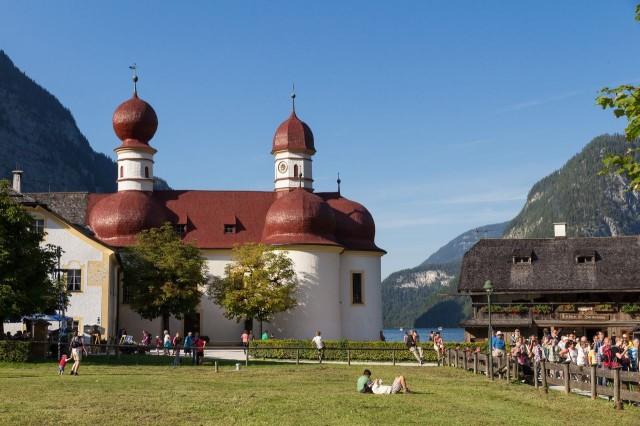 Озеро Кенингзее (Königssee) с церковью Св. Бартоломея (St. Bartholomä)