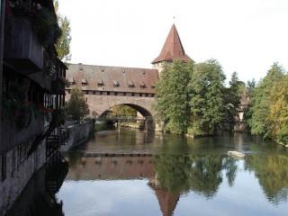 Городская стена Stadtmauer — средневековый архитектурный памятник Нюрнберга