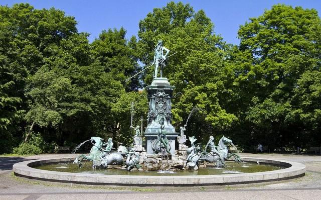 Нептунбруннен (Neptunbrunnen)