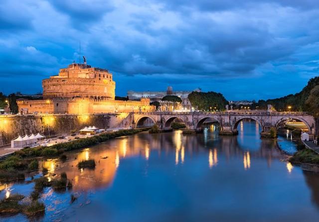 Замок Святого Ангела (итал. Castel Sant'Angelo)