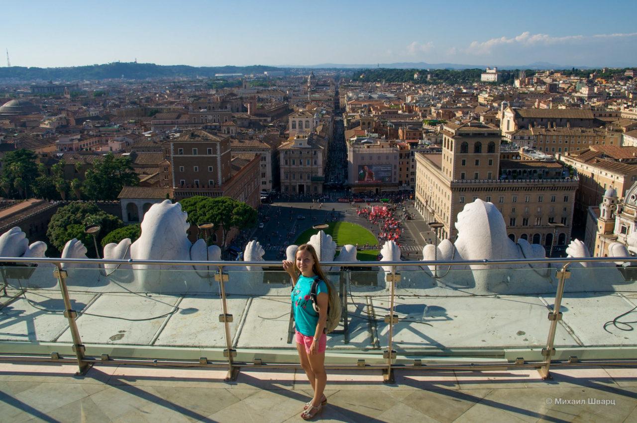 Вид на площадь с Витториано
