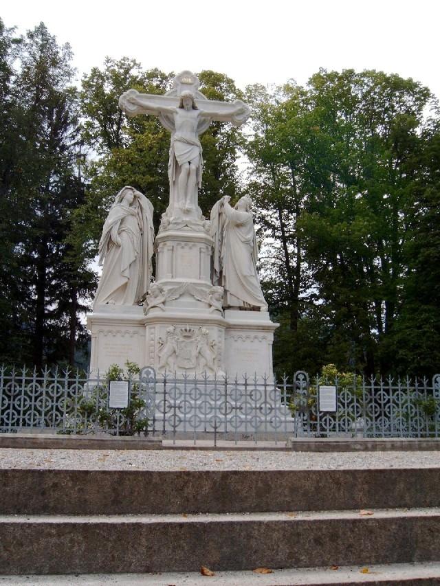 Крест с распятием (Kreuzigungsgruppe)