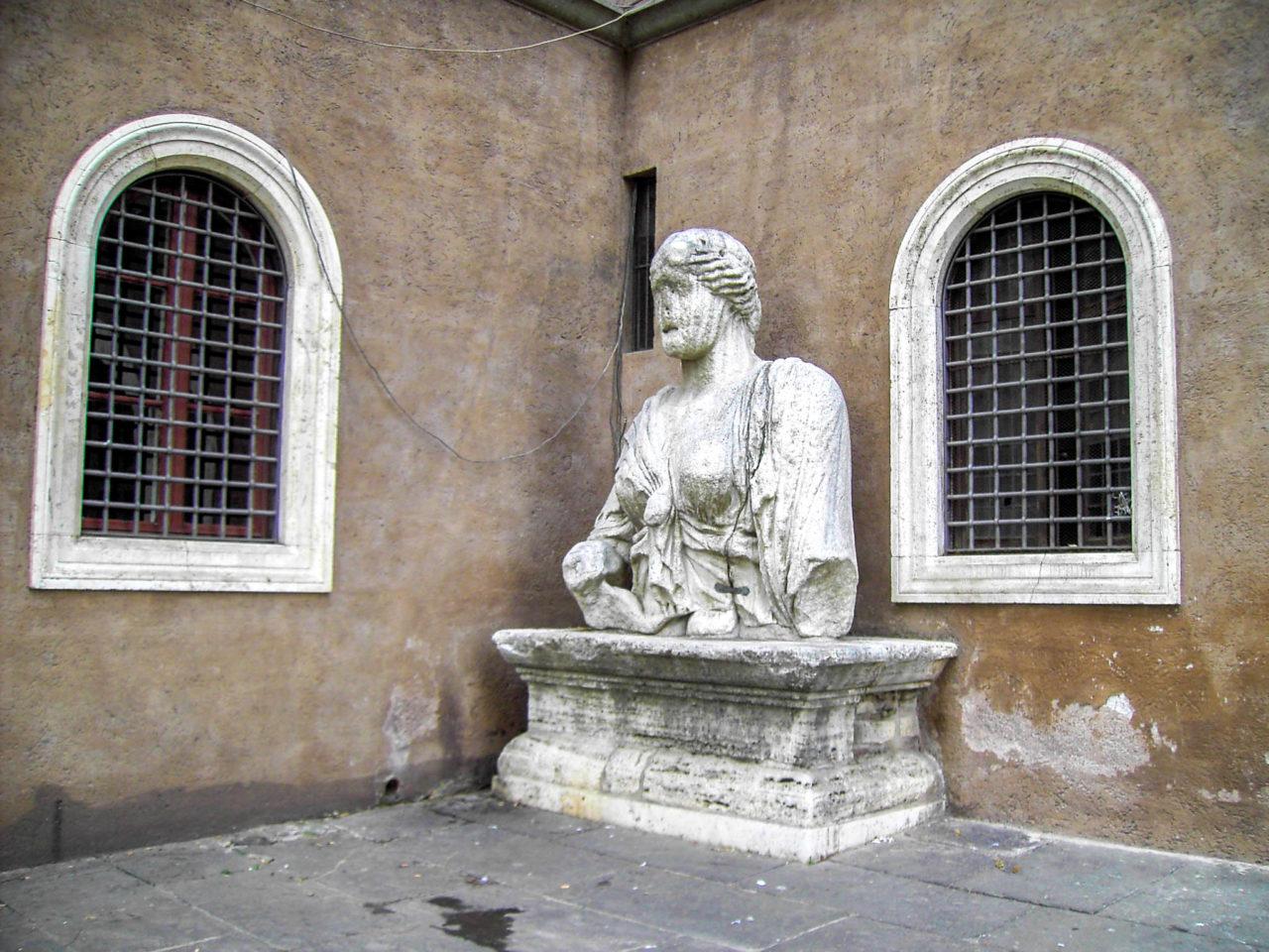 Скульптура Мадам Лукреция