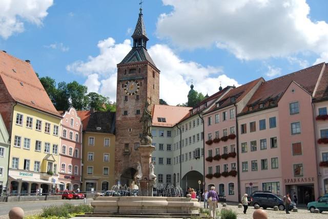 Башня Шмальцтурм (Schmalzturm) на главной площади
