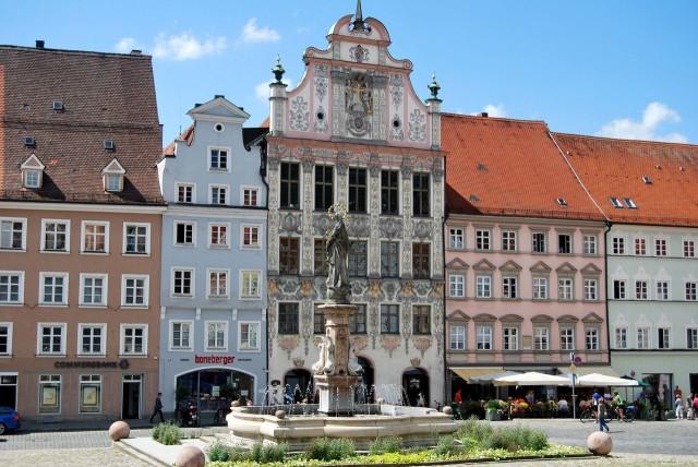 Старая ратуша (Alte Rathaus) на Главной площади (Hauptplatz)