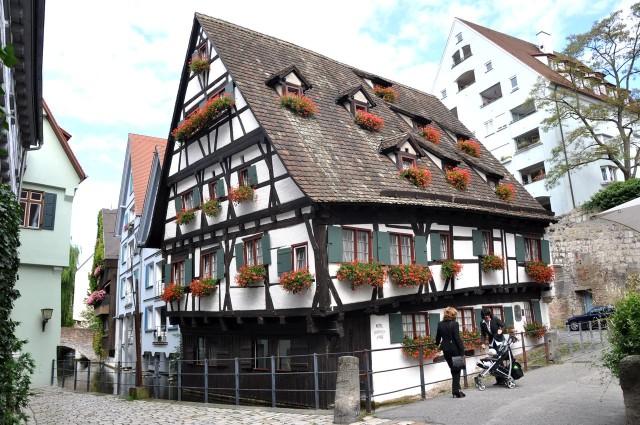 Падающий дом (Schiefes Haus)