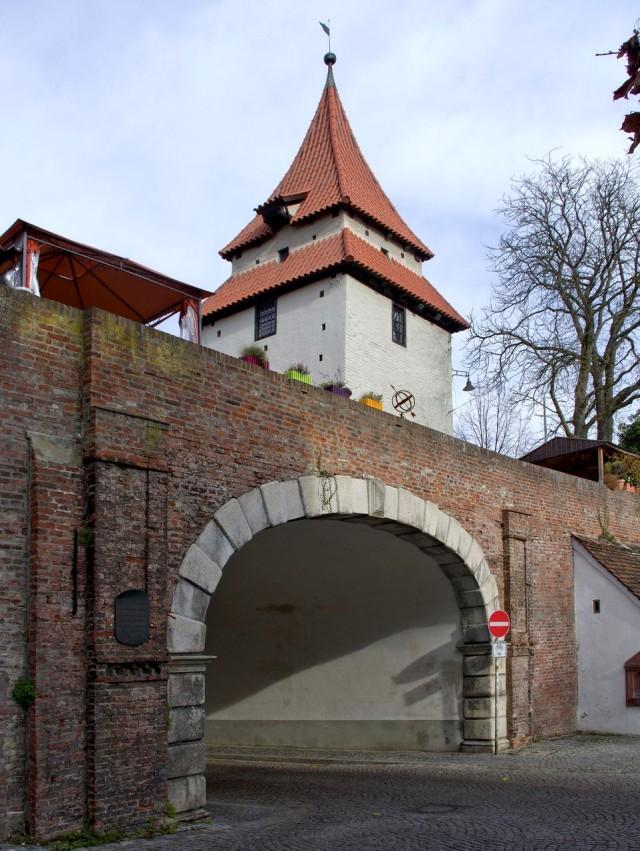 Башня Зеельтурм и ворота Цундельтор