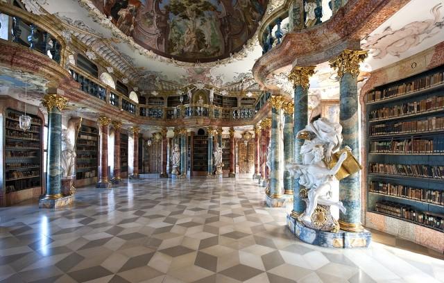 Зал библиотеки монастыря